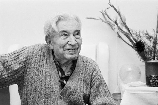 Český básník a spisovatel Jaroslav Seifert v den,  kdy mu byla udělena Nobelova cena za literaturu,  11.10.1984 | foto: Jaroslav Hejzlar,  ČTK