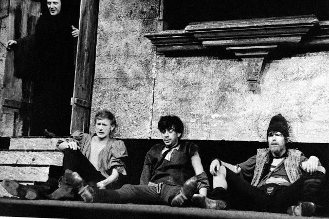 Jiří Hálek, František Husák, Petr Čepek a Jiří Hrzán v inscenaci Mandragora, 1965