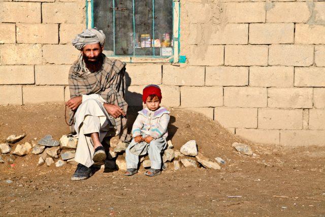 bláto, sedící, otec, dítě, dcera, Afghánistán