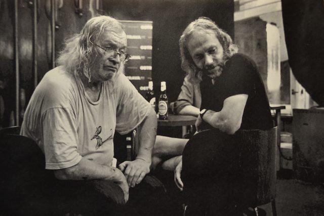 Petr Hruška s Ivanem Martinem Jirousem. Jirous pravidelně přespával u Hrušků v Tyršově ulici v Ostravě | foto: Archiv Petra Hrušky
