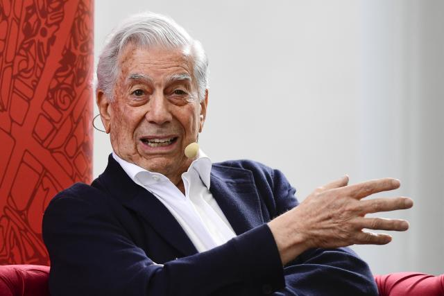 Beseda s peruánským spisovatelem Mario Vargasem Llosou.