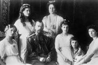 Ruský car Mikuláš II. a jeho rodina (1914) – všichni zavražděni v červenci 1918 po ruské revoluci