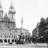 Mariánský sloup na Staroměstském náměstí v Praze v roce 1900