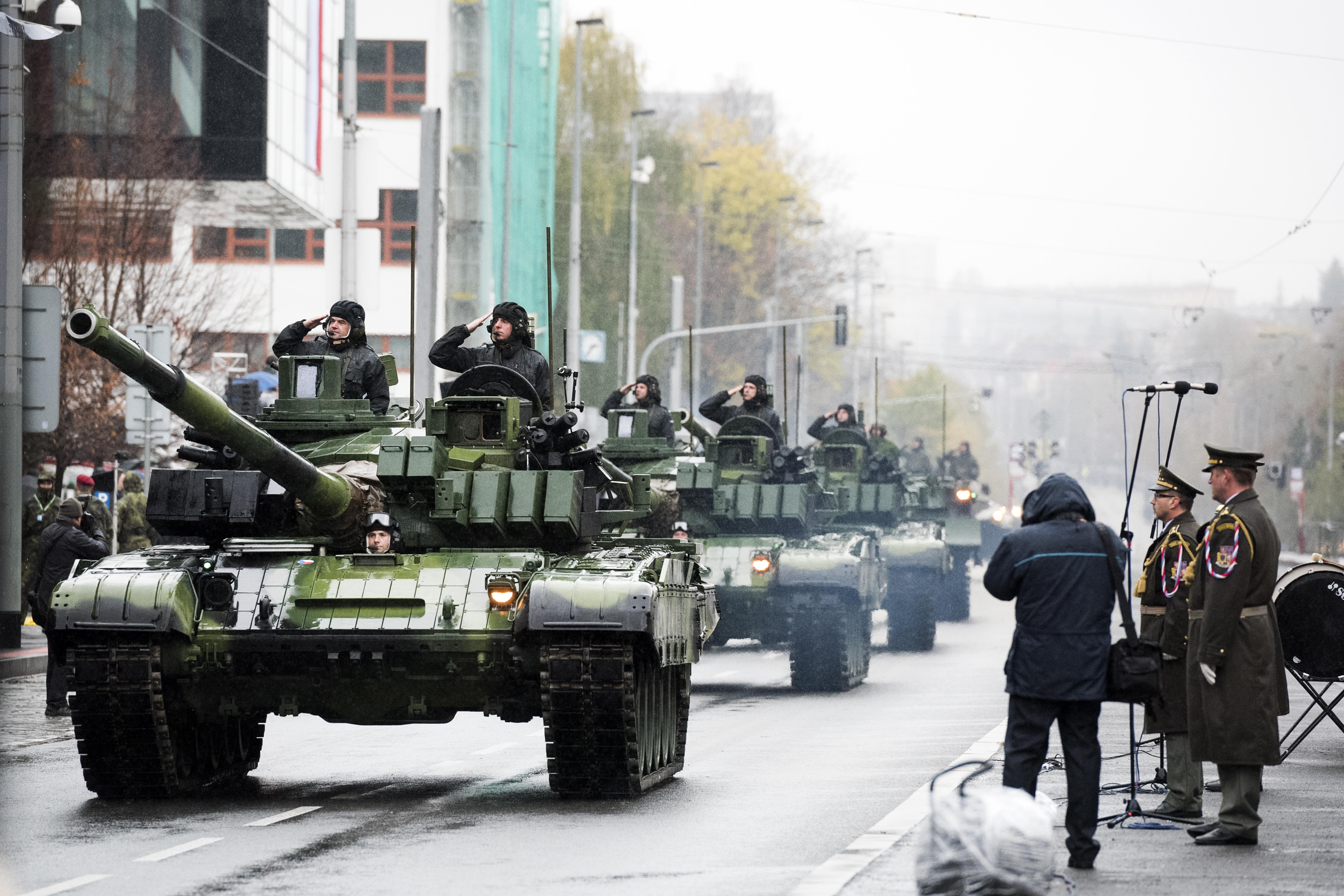 Přehlídka techniky i jednotek armády, Evropská třída, 28.10.2018